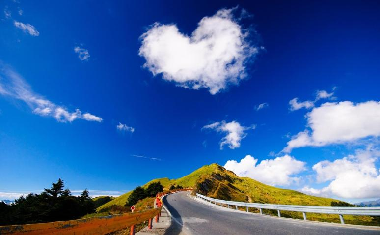 road and heart cloud photo